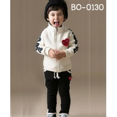 bo0130 ชุดวอร์มเด็กผู้ชาย เสื้อคลุมกันหนาวซิปหน้าลาย Play แขนยาว สีขาว + กางเกงวอร์ม สีดำ (2ชิ้น)