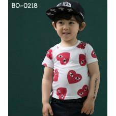 BO0218 เสื้อเด็กผู้ชาย คอกลม แขนสั้น สกรีนหัวใจสีแดง ลาย Play สีขาว S.110