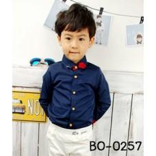 BO0257 เสื้อเชิ๊ตเด็กผู้ชายออกงาน คอปกสีกรมท่าแขนยาวขอบแขนแดง แต่งเข็มกลัดปกเสื้อลายกุหลาบ (2ชิ้น)