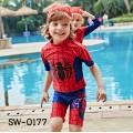 SW0177 ชุดว่ายน้ำเด็กผู้ชาย แบบเสื้อแขนสั้น กางเกงขาสามส่วน พร้อมหมวก ลายสไปเดอร์แมน (3ชิ้น)